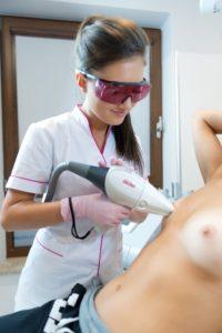 depilacja piersi